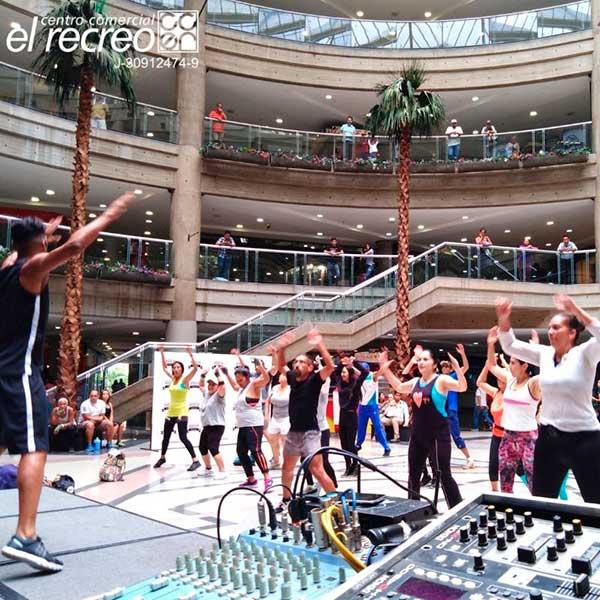 camilo ibrahim issa - Camilo Ibrahim Issa: Caraqueños se ponen fitness en los centros comerciales