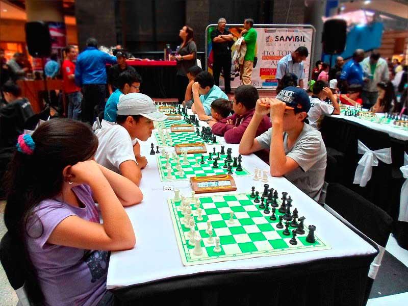 camilo ibrahim issa - Camilo Ibrahim Issa: Niños disfrutaron de torneo de Ajedrez en el Sambil Valencia