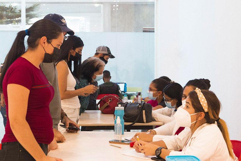 camilo ibrahim issa - Centros comerciales se suman a la jornada de vacunación